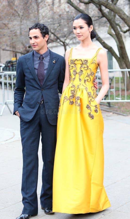 Zac Posen e Tao Okamoto fotos de stock royalty free