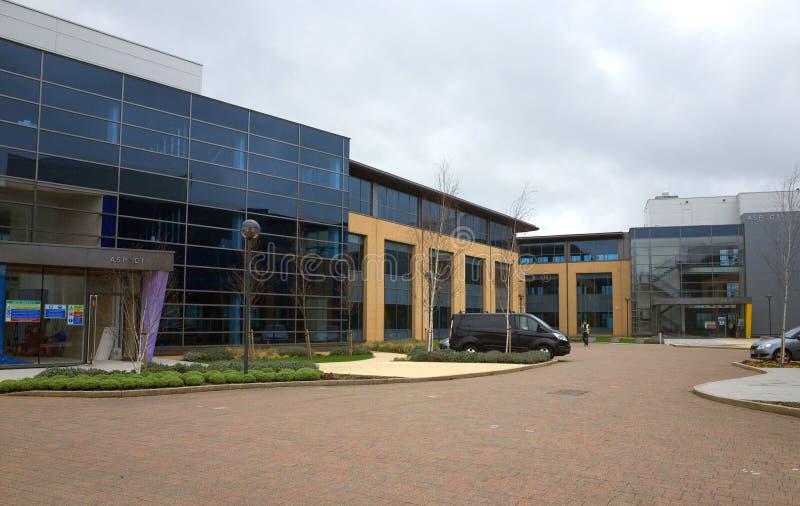O desenvolvimento das unidades do escritório do aspecto para o negócio em Bracknell, Inglaterra imagens de stock royalty free