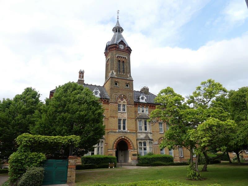 O desenvolvimento dos juncos, fora da estrada do orfanato, Watford Anteriormente o asilo órfão de Londres e a escola de Reed mais imagem de stock