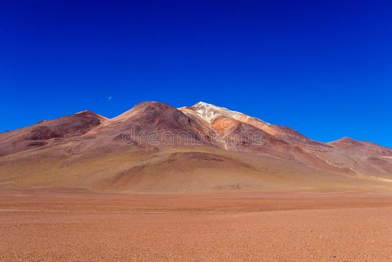 O deserto de Salvador Dali igualmente conhecido como Dali Valley, em Eduardo Avaroa Park em Bolívia, Andes em Ámérica do Sul imagens de stock royalty free