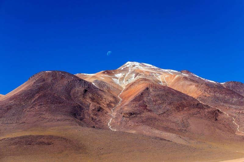 O deserto de Salvador Dali igualmente conhecido como Dali Valley, em Eduardo Avaroa Park em Bolívia, Andes em Ámérica do Sul foto de stock royalty free