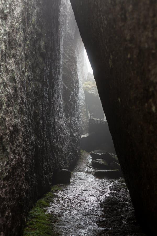 O desfiladeiro de Lumbier foi cinzelado pelo rio de Irati durante milênio imagens de stock royalty free