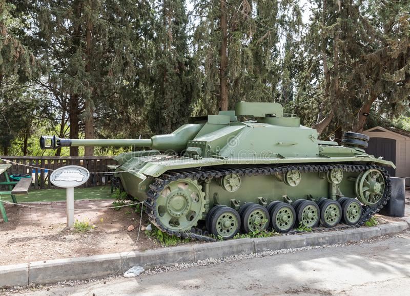 O desroyer alemão do tanque de Sturmgeshutz 3 está no local memorável perto do museu blindado do corpo em Latrun, Israel fotos de stock royalty free