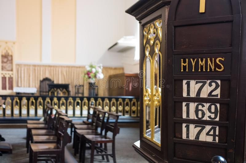 O detalhe de chirch cristão com hino numera para dentro foto de stock royalty free