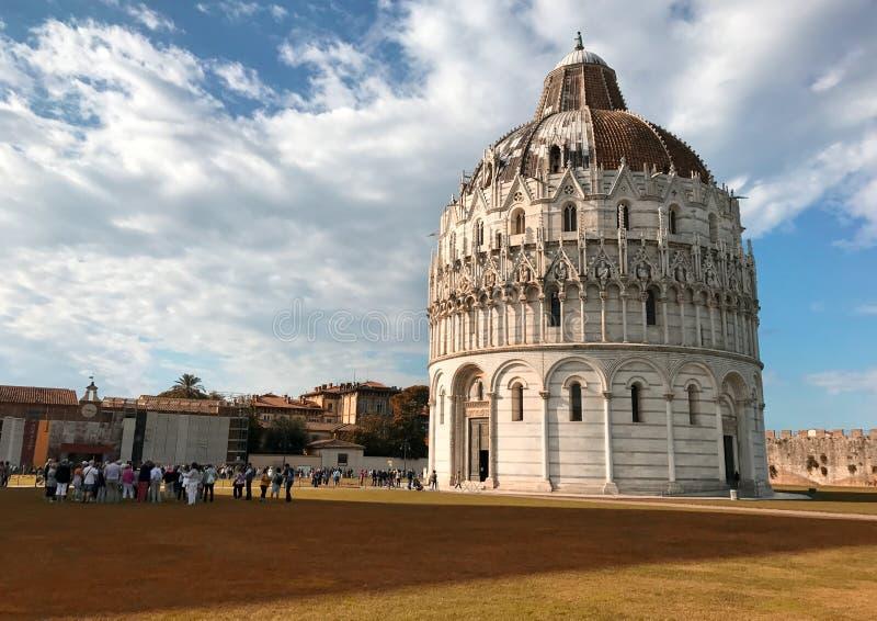 O detalhe de milagre esquadra em Pisa em um dia ensolarado, Toscânia - Ital imagem de stock royalty free