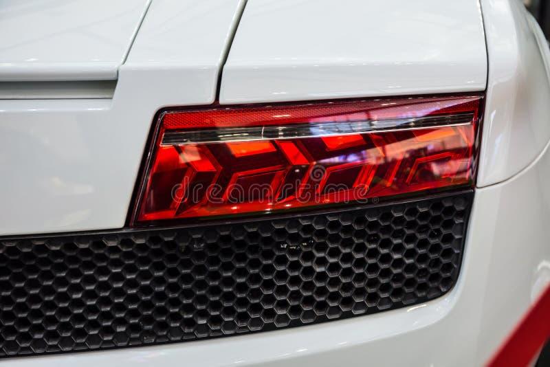 O detalhe do carro é lanterna traseira conduzida nova as luzes traseiras do carro, no carro de esportes híbrido imagem de stock royalty free