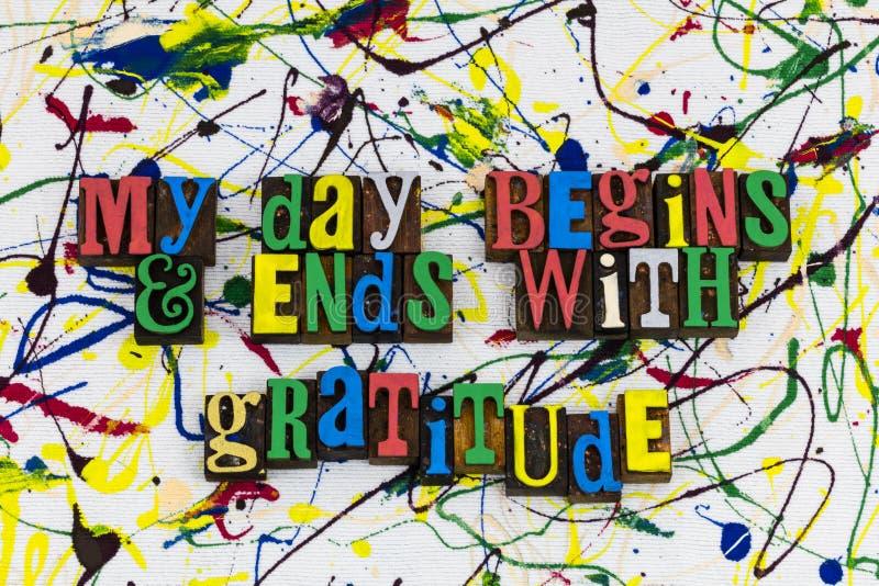 O dia começa extremidades com o amor da gratitude imagem de stock