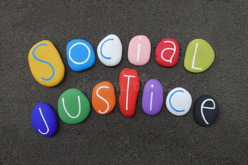 O dia do mundo de justiça social comemorou em fevereiro com pedras coloridas fotos de stock