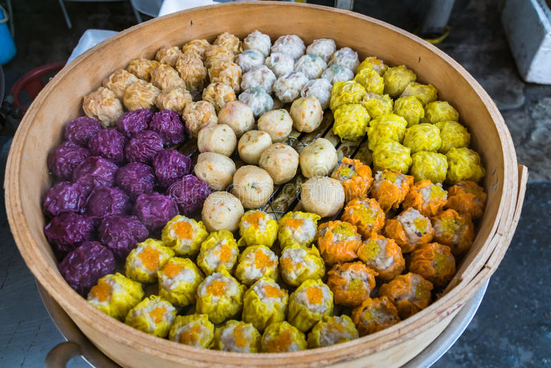 O dim sum, chinês cozinhou bolinhas de massa fotografia de stock
