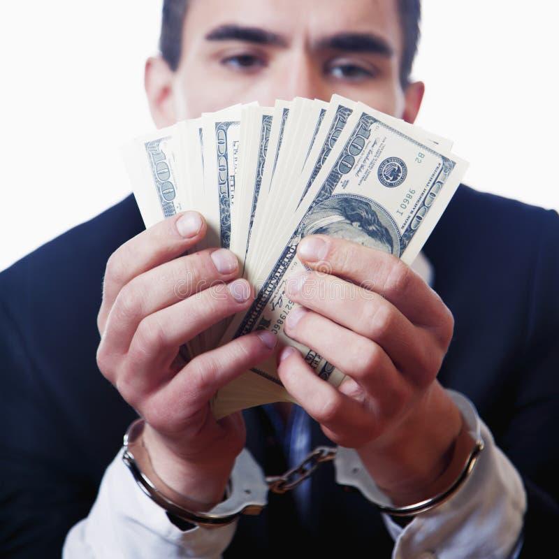 O dinheiro ? conceito da liberdade O homem nas algemas guarda dólares americanos imagem de stock royalty free