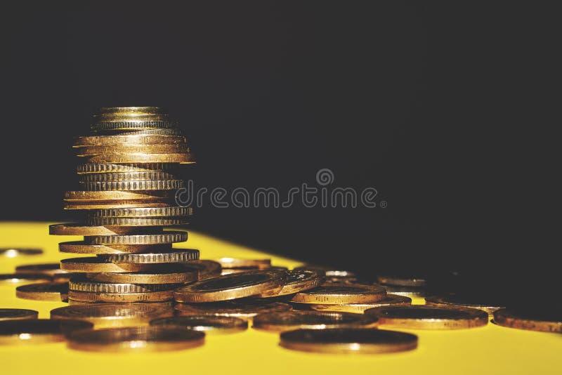 O dinheiro e a conta da economia financiam o conceito do negócio do banco, conceito da falência imagens de stock royalty free