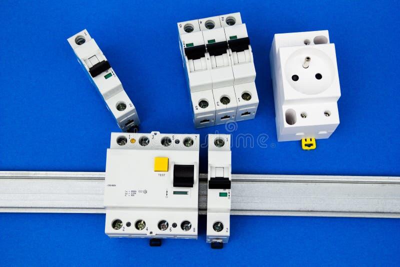O dispositivo e o interruptor residual-atuais foto de stock