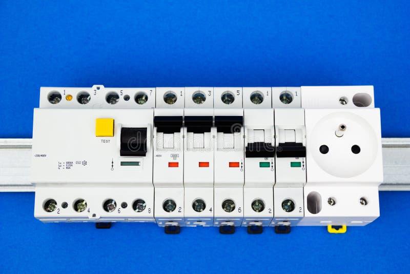 O dispositivo e o interruptor residual-atuais fotos de stock