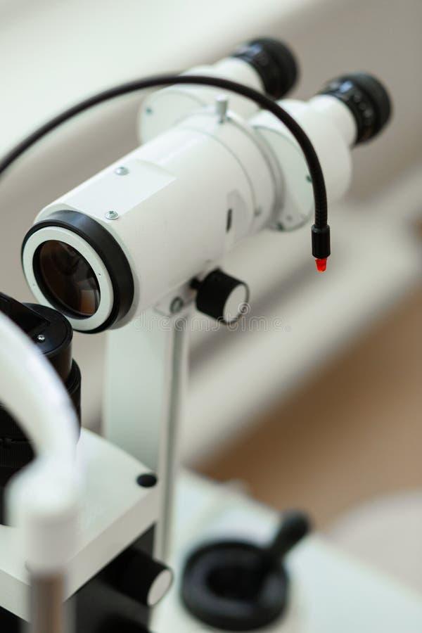 O dispositivo novo bonito inovativo para a visão verifica dentro imagem de stock