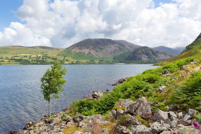 O distrito do lago e as montanhas britânicos Ennerdale molham o parque nacional Cumbria Inglaterra Reino Unido dos lagos foto de stock