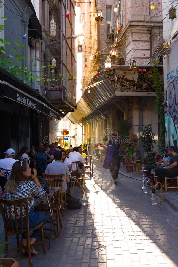 O distrito vibrante de Karakoy em Istambul fotografia de stock