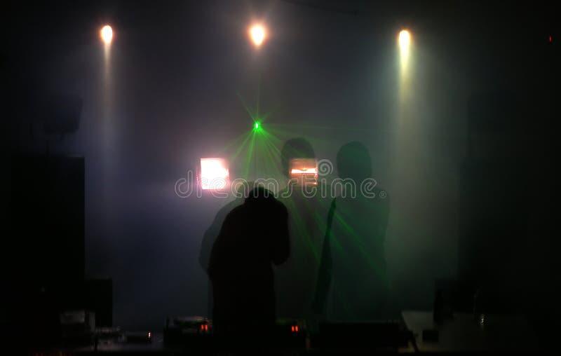Download O DJ Nas Plataformas De Rouba Imagem de Stock - Imagem de detalhe, vinis: 527415