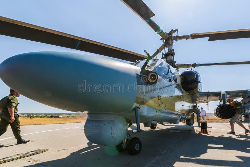 O ` do jacaré do ` do ` do ` Ka-52 do tanque do voo é helicóptero para a destruição dos tanques e de veículos blindados na batalh imagem de stock