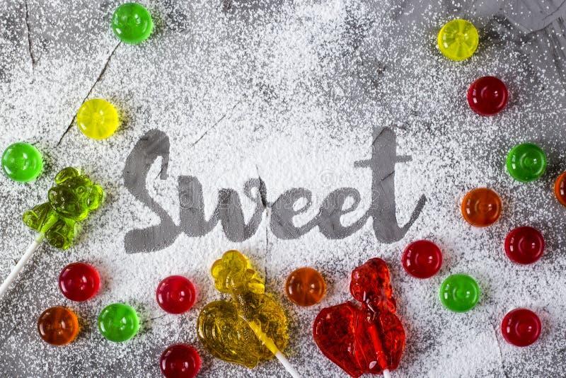 O doce da palavra é escrito com açúcar pulverizado foto de stock royalty free