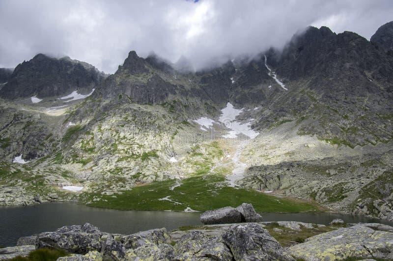 O dolina nacional de Studena da reserva natural, a vizinhança da casa de campo de Tery, Pat Spisskych exerce, as montanhas as mai imagens de stock
