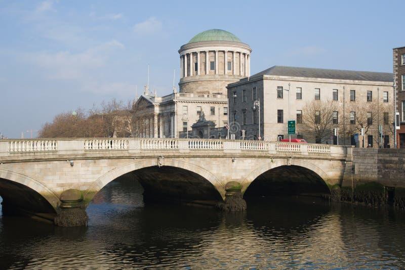 O'Donovan Rossa Bridge och fyra domstolar i Dublin arkivbild