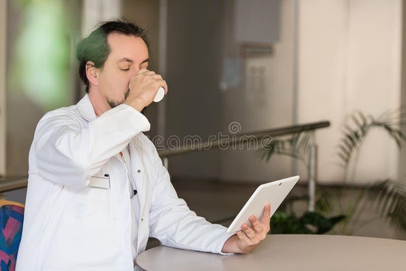 O doutor está tendo uma ruptura fotos de stock royalty free