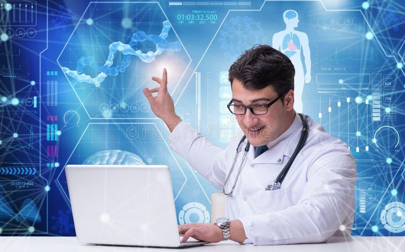 O doutor no conceito da telemedicina que pressiona o botão imagens de stock royalty free