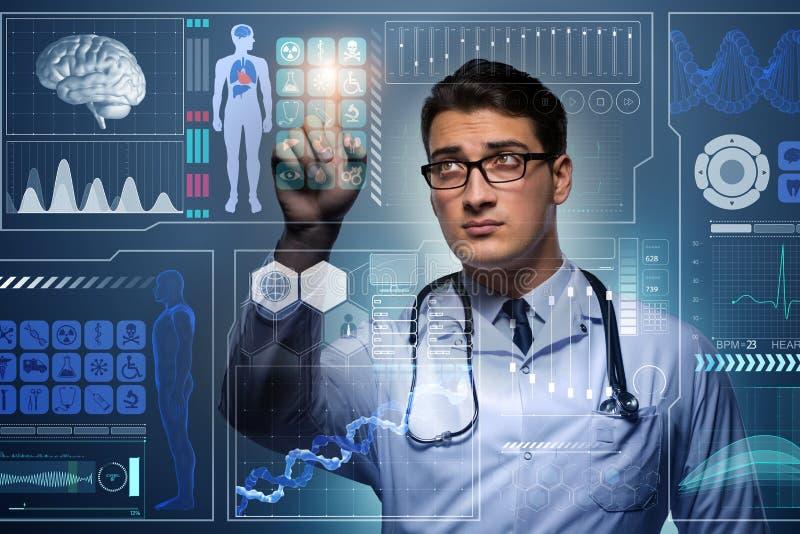 O doutor no conceito médico futurista que pressiona o botão fotografia de stock