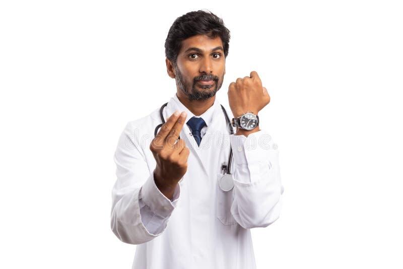 O doutor que faz o tempo significa o gesto do dinheiro imagens de stock royalty free