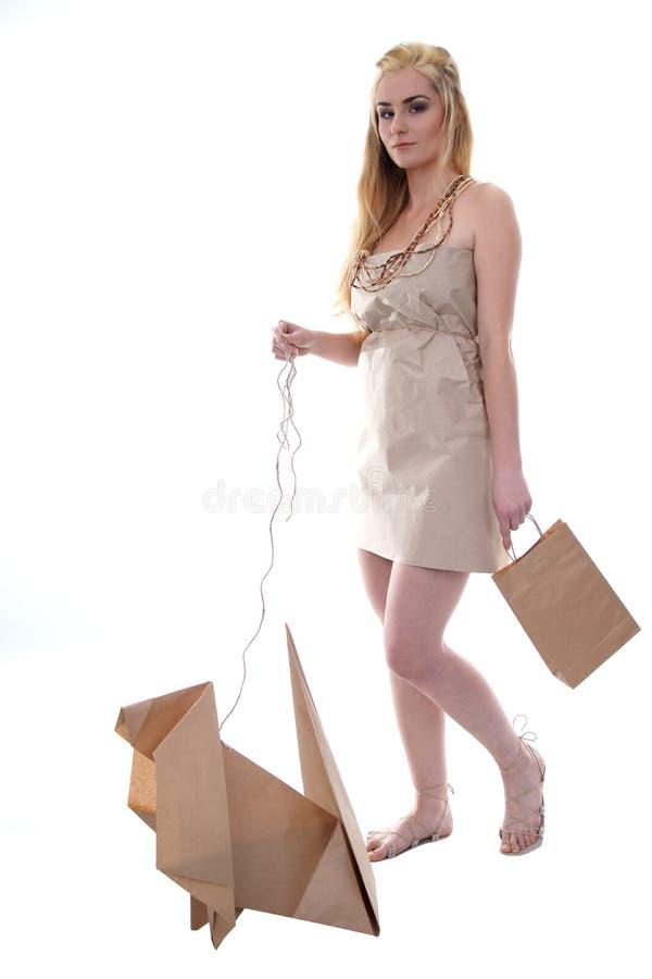 O eco desgastando da mulher veste-se com seu animal de estimação do eco fotografia de stock royalty free