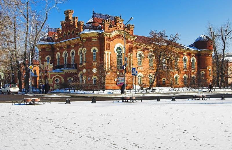 O edifício do museu regional de Irkutsk fotos de stock