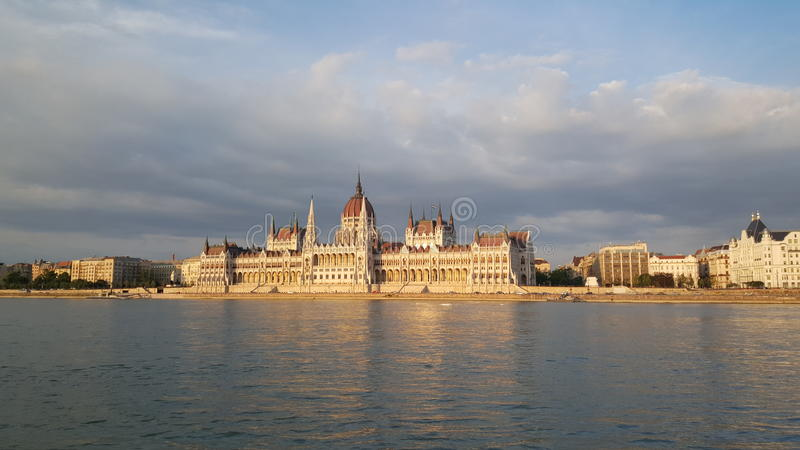 O edifício húngaro do parlamento imagens de stock royalty free