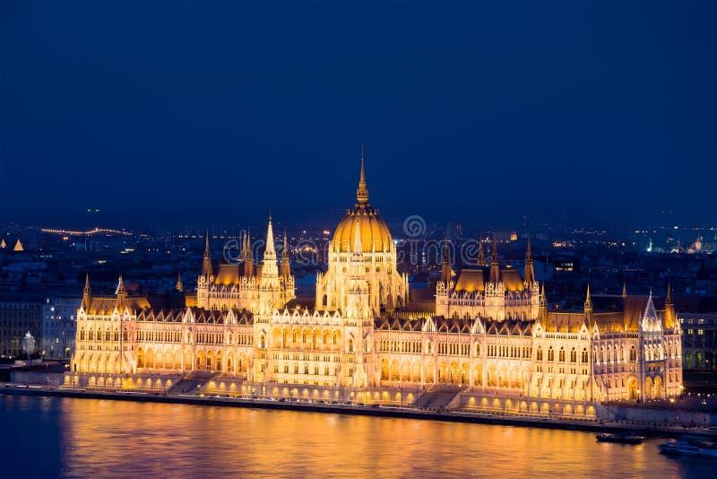 O edifício húngaro do parlamento E fotografia de stock royalty free