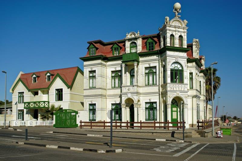 O edifício Hohenzollern, ao estilo barroco, construído em 1906, típico arquitetura das colônias alemãs, Swakopmund, Namíbia, Áfri foto de stock