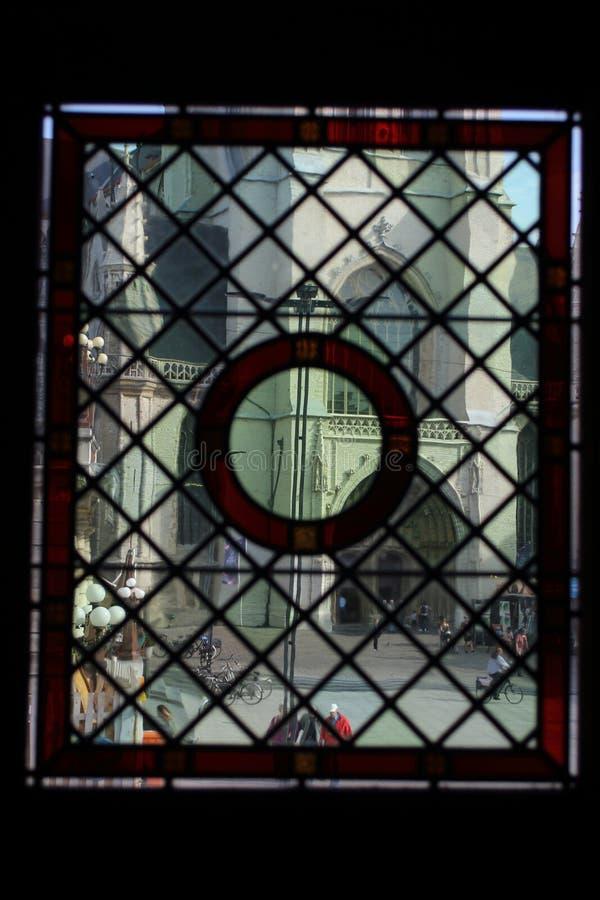 O efeito do vidro de garrafa com janela medieval foto de stock
