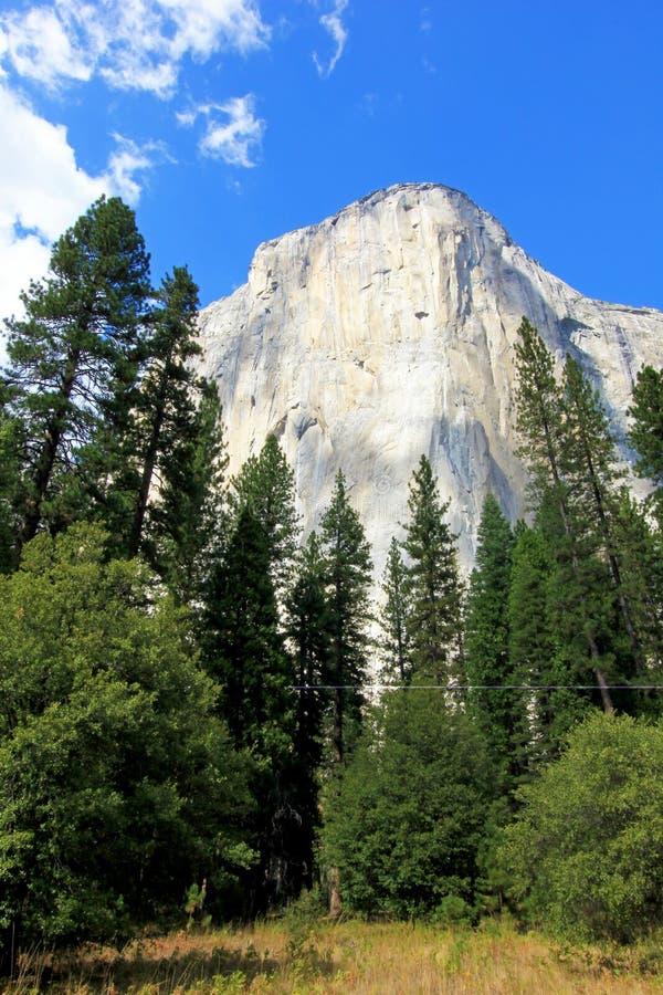 O EL famoso Capitan da montanha, o nariz no parque nacional de Yosemite, Califórnia, EUA imagem de stock royalty free