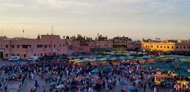 O EL-Fnaa de Jemaa - quadrado principal de Marrakech's e a maioria de parte importante do medina fotografia de stock royalty free