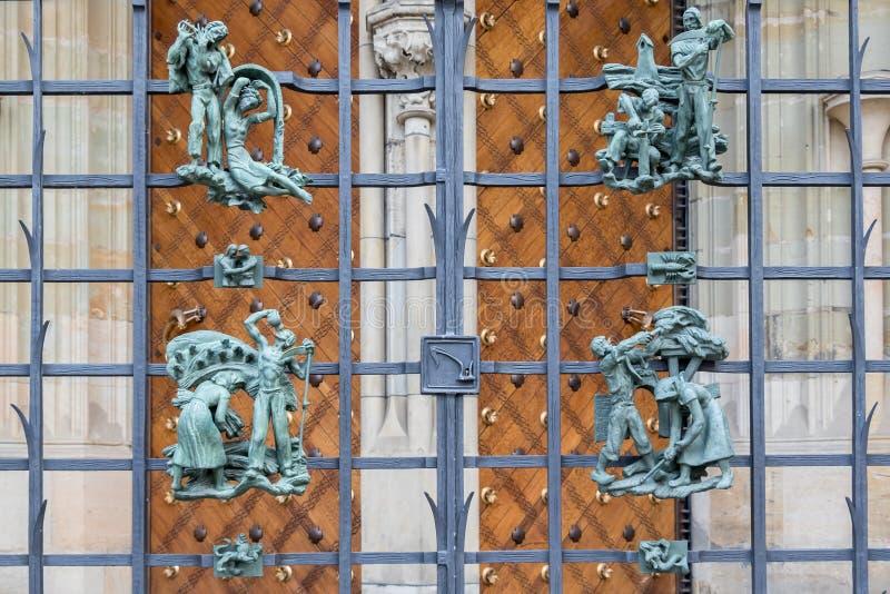 O elemento de uma cerca exterior decorativa arquitetónica imagens de stock royalty free