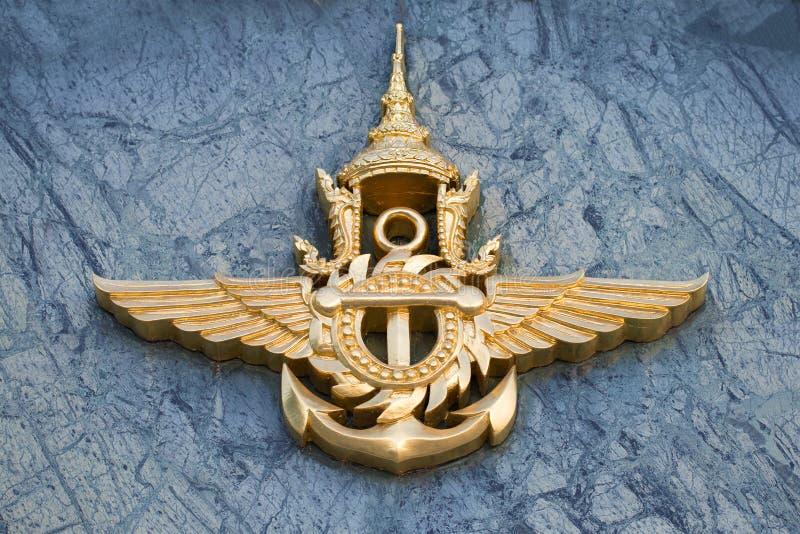 O emblema do close-up tailandês das forças armadas Fragmento do projeto da construção do Ministério de Defesa, Banguecoque, Tailâ fotos de stock