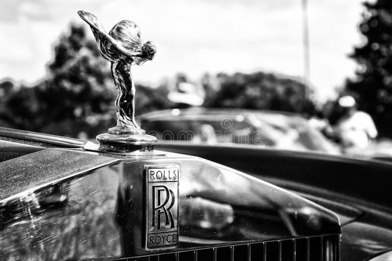 O emblema famoso ' Espírito de Ecstasy' em uma Rolls royce Corniche fotos de stock royalty free