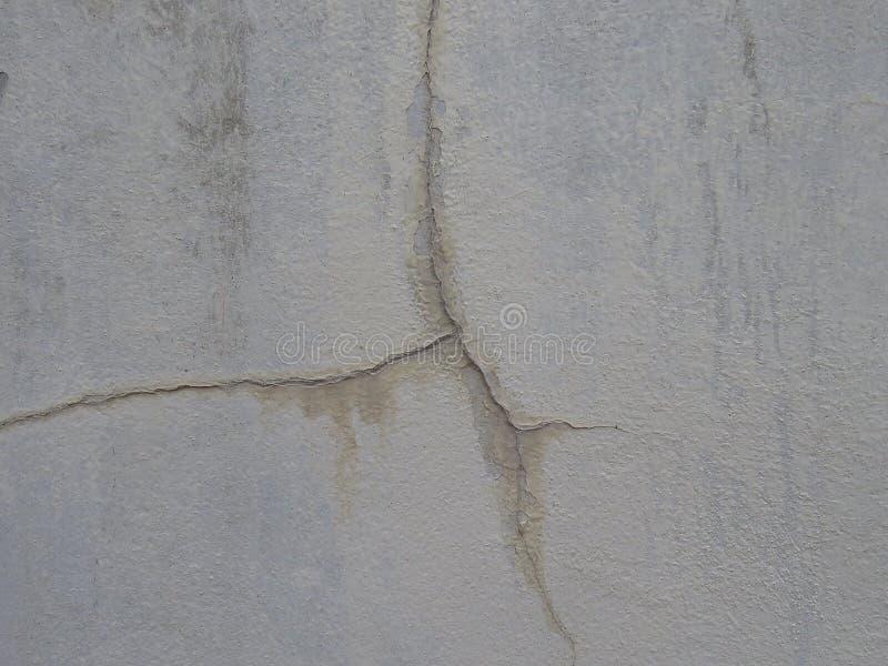 o emplastro curado Baixo-qualidade rachará facilmente a parede imagens de stock