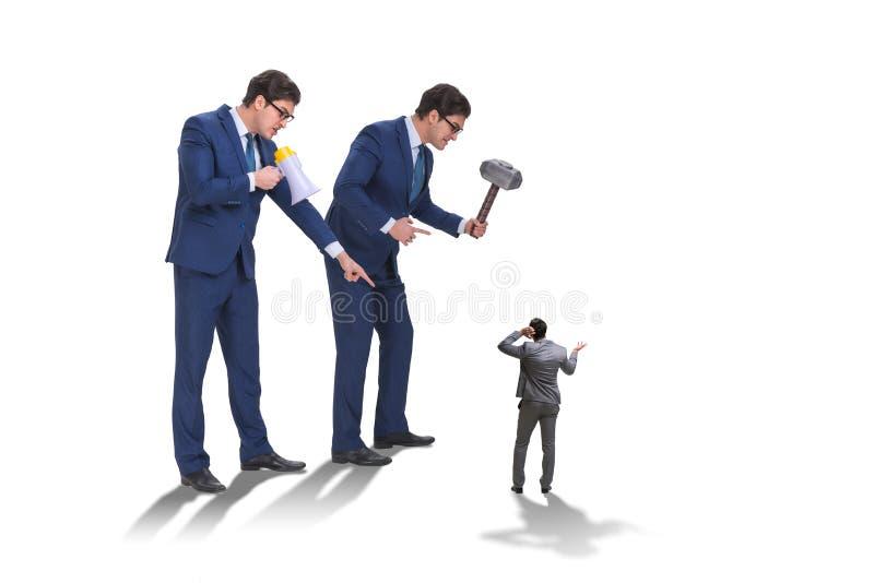 O empregado de molestamento do chefe irritado mau no conceito do negócio foto de stock