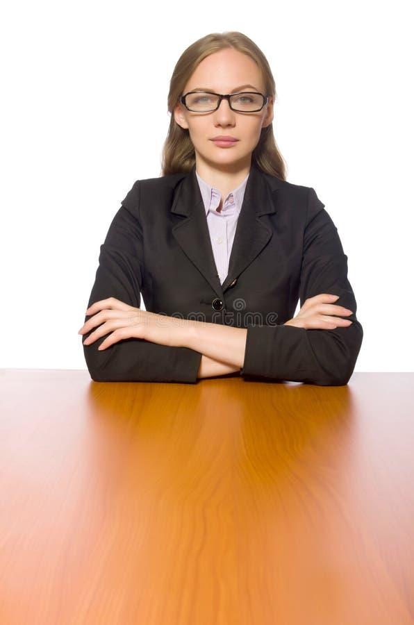 O empregado do sexo feminino que senta-se na tabela longa isolada no branco fotos de stock royalty free