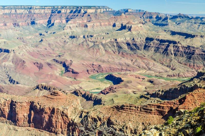 O enrolamento através de Grand Canyon do Arizona é o Rio Colorado imagem de stock royalty free
