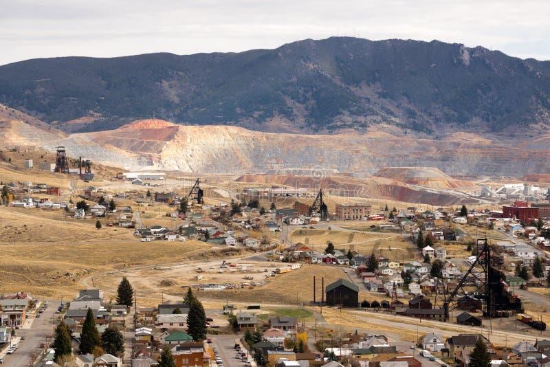 O equipamento das atividades da mineração abriga o montículo Montana EUA de Walkerville foto de stock