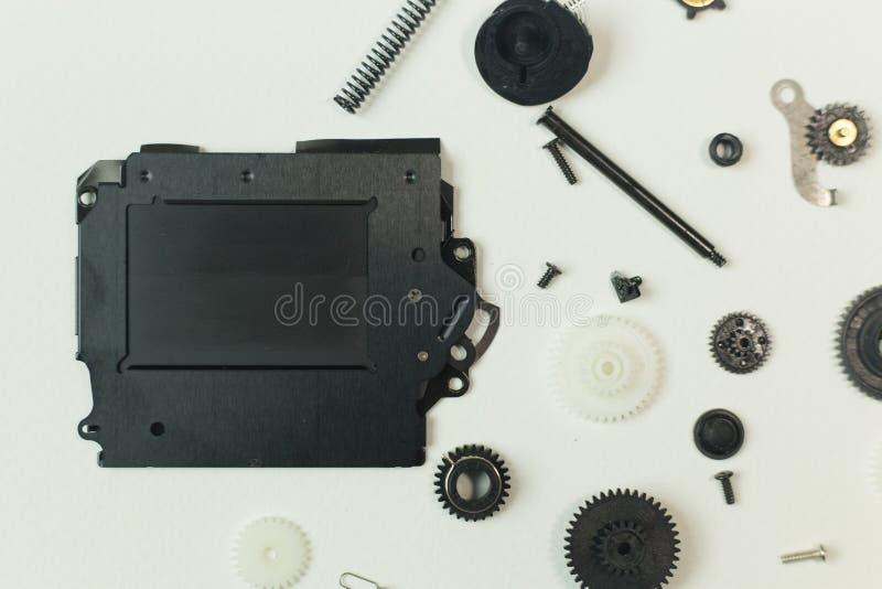 O equipamento do obturador da câmera no Livro Branco para o fundo fotografia de stock