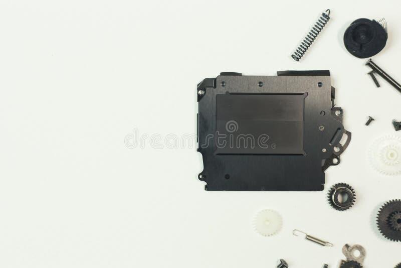 O equipamento do obturador da câmera no Livro Branco para o fundo foto de stock