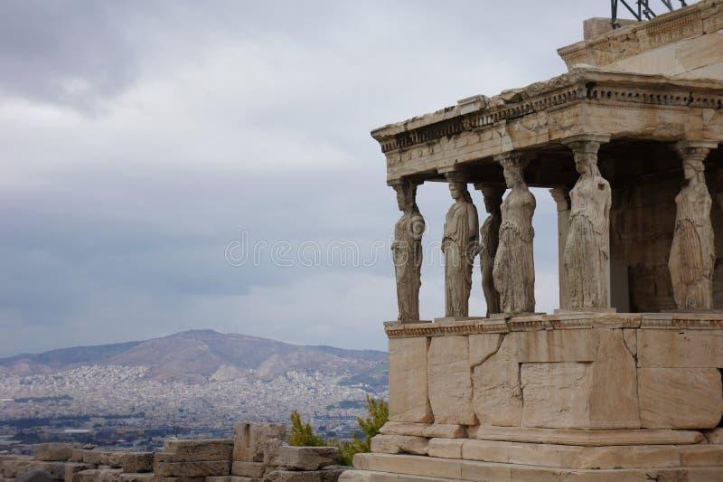 O Erechtheion na acrópole em Atenas, Grécia imagem de stock