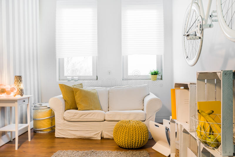O espaço acolhedor ideal para relaxa fotografia de stock royalty free