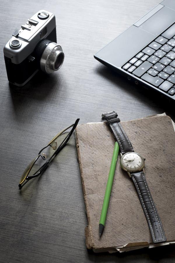 O espaço de trabalho criativo do fotógrafo imagens de stock